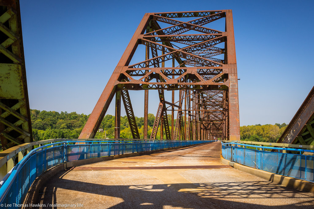 The bend in the Chain of Rocks Bridge outside St. Louis, Missouri allowed the builders to connect their two misaligned parcels of land on each side of the Mississippi River without increasing navigational challenges.